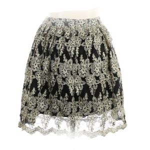 ⬇️Buttons Lace Overlay Mini Skirt
